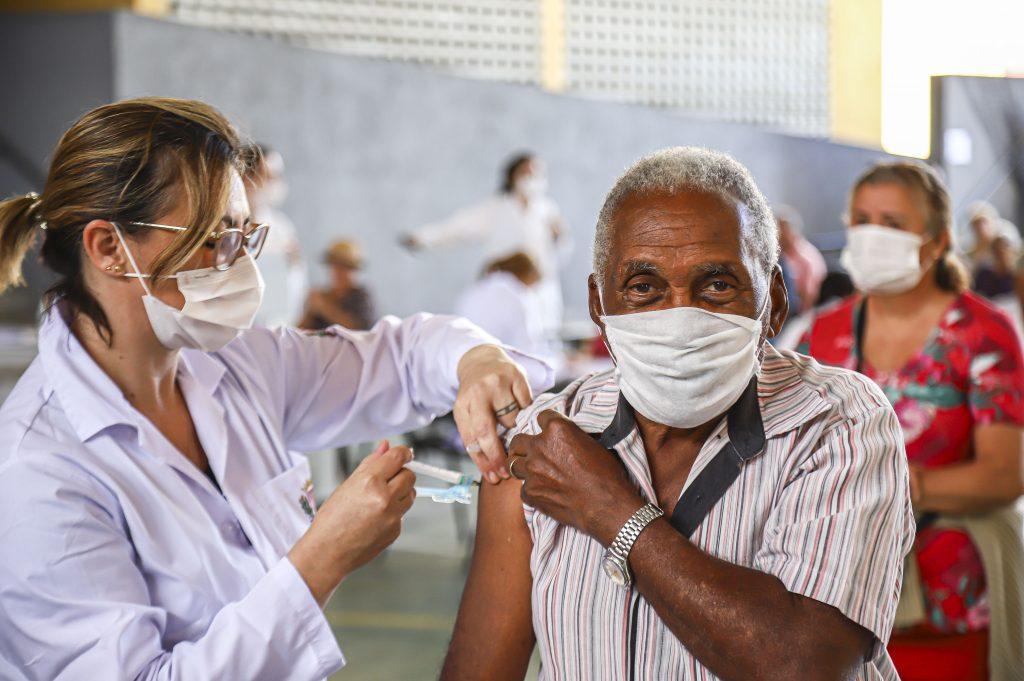 Inicio da Campanha de vacinação contra a gripe para idosos em Curitiba. Na imagem Cícero Nascimento, 82 anos na Rua da Cidadania do Cajuru - Curitiba 23/03/2020 - Foto: Daniel Castellano / SMCS